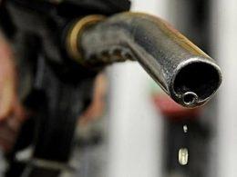 油价今晚上调 加满一箱油将多花2.5元