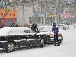 全国多地突降大雪 保命驾驶技巧你会吗?