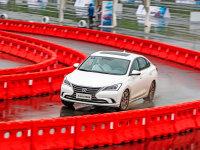 驾控表现远超预期 测试场体验长安逸动